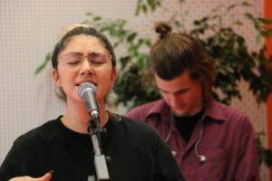 Lienne singt
